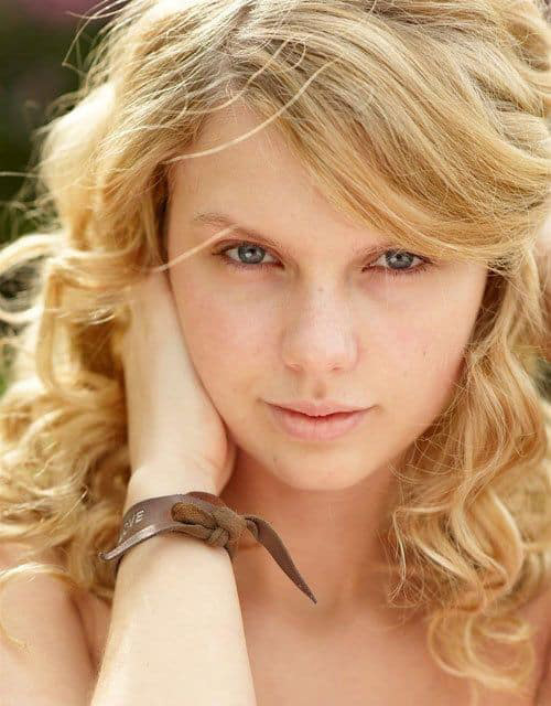 Young Taylor Swift without makeup