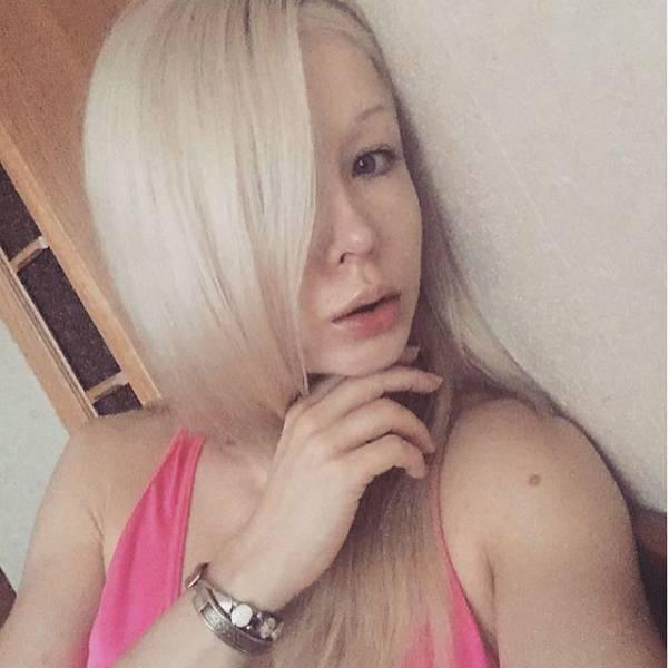 Human Barbie without makeup (Valeria-Lukyanova)